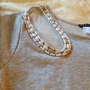 Women's shirt with long sleeves